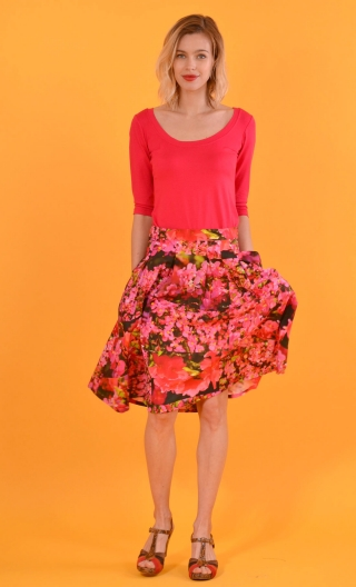 Skirt Une Femme, Tu sais Azalées, twirling skirt, hides the knee. Hollow pleats on the front, Simple back and pockets in se