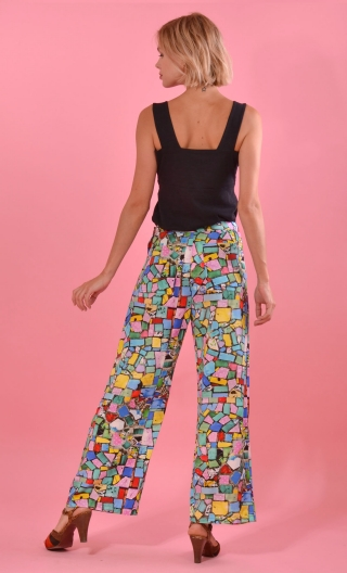 Pantalon Gustave Mosaïque, trousers wide and a little short, high waist, flat profile, side zip, patch pockets back and front.