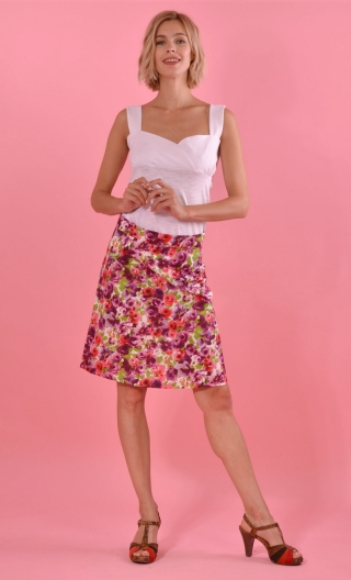 Jupe Swan Toscane, twirling skirt, hides the knee. Hollow pleats on the front only. Simple back a