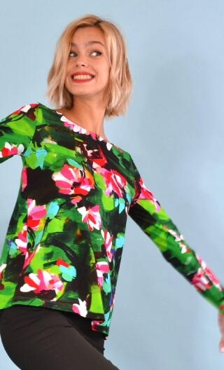 Top Le Sphynx Crazy Bloom vert, Printed jersey top, boat neckline, trapeze, long sleeves.