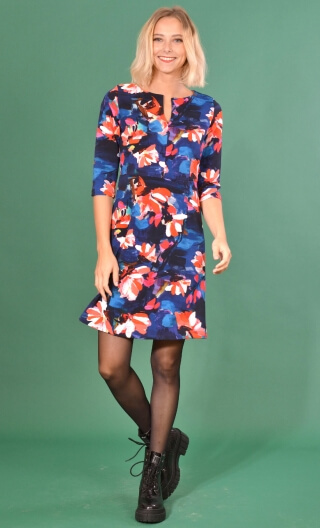Robe La Nièce de Vania Crazy Bloom Blue & red, printed stretch dress, trapeze skirt, knee length, ¾ sleeve.