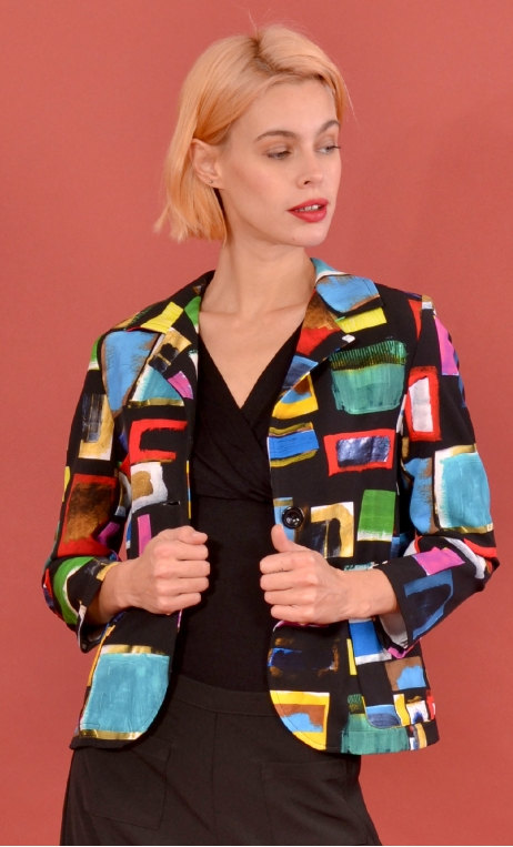 Veste La Croisette Arty, Stretch printed jacket, straight and short, with collar, slit back, patch pockets