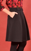 Jupe Sarcastique Urban Chic, skirt, corolla, pleats at the front with pockets, flat back.