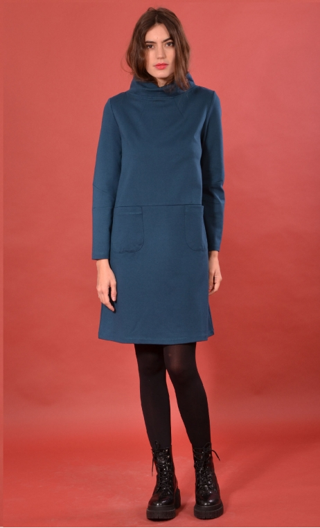 Robe St Germain Milano Petrole, plain knitted dress, high collar, warm and very comfortable, long sleeves.