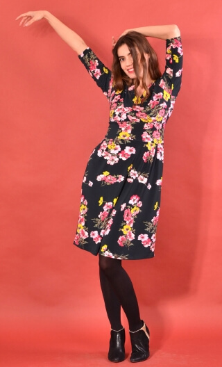 Robe Satin Doll Philarmonie, Printed knitted dress, straight, knee length, V neckline, 3/4 sleeve.