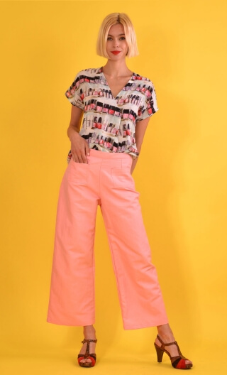 Pantalon Croisière Panama Pink, plain trousers, wide and a little short, high waist, side zip, patch pockets on the back and fro
