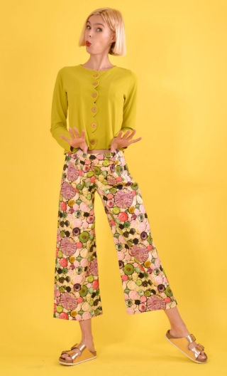 Pantalon Gus Soap Opera printed trousers, wide and a little short, stretch, flat profile, zip side, patch pockets back and front