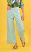 Pantalon Croisière Panama Ciel, plain trousers, wide and a little short, high waist, side zip, patch pockets on the back and fro