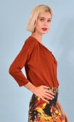Top Brahms plain jersey red leather color, fluid, cowl neck, loose armhole, 3/4 sleeves.