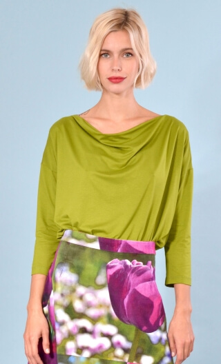 Top Brahms Basic green mosses color, Plain, fluid, cowl neck, loose armhole, 3/4 sleeves.