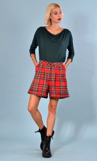 Short Gavroche Tartans, Wide plain shorts with turn-ups, box pleats under the waistband and slant pockets.