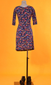 Robe Sarah Rainbow, printed knit dress, crossed heart, adjusted at the top, flares down, sleeve ¾.