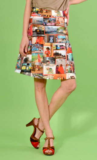 Jupe Swan Incredible India, A-line printed skirt just above the knee, zipped at the back.