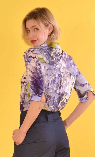 Chemise Chartreuse de Parme, Printed shirt, three quarter sleeves with cuffs, flowing, mini rounded collar.
