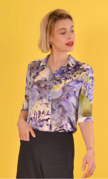 Shirt Klimt Chartreuse de Parme, Long, flared shirt, slit side, mid-rise buttons, three-quarter sleeves with cuffs, pointed coll