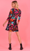 Robe Reviens-moi toujours printed Cottage fuchsia, stretch velvet, fitted, over-the-knee length, elbow sleeve.